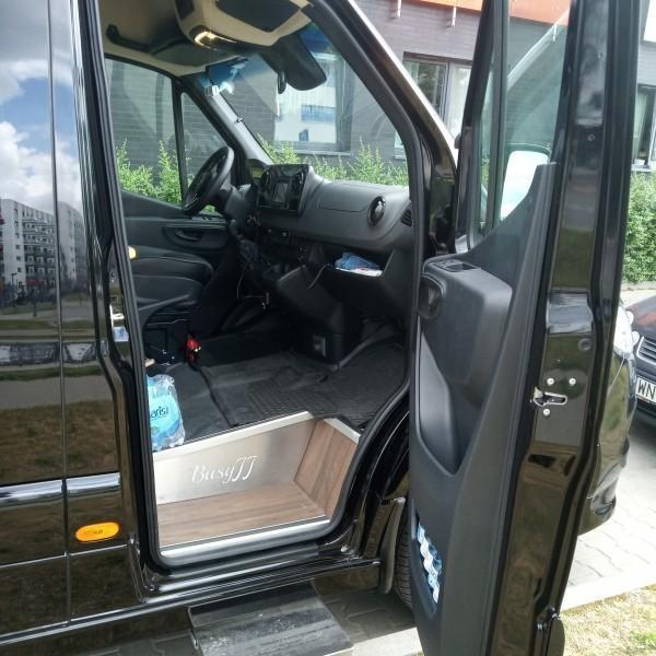 czarny-bus-mercedes-3