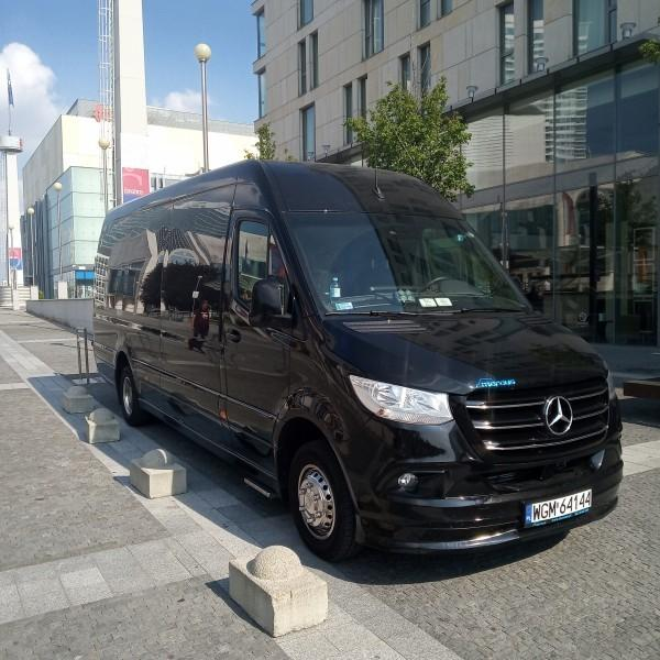 czarny-bus-mercedes