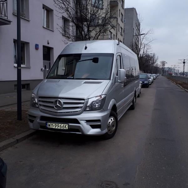 srebrny-bus-mercedes-1