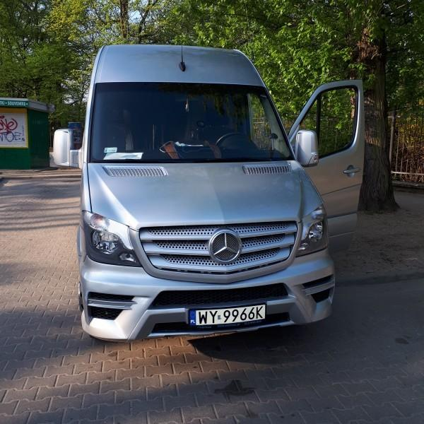 srebrny-bus-mercedes-2