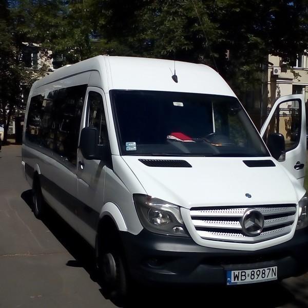 srebrny-bus-mercedes-3